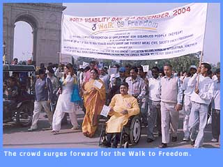 Picture of the group starting on the 'Walk to Freedom' at India Gate, Delhi.