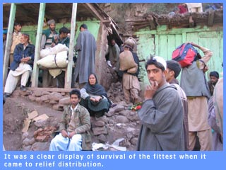 Picture of quake victims at a relief centre