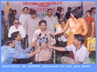 Picture of Javed Abidi during his fast unto death.